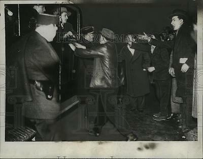 1934 Press Photo Police arrest rioters as French Cabinet falls in Paris