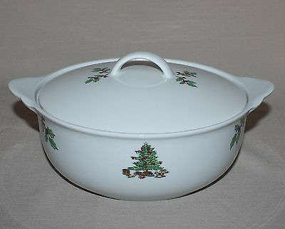 Tienshan Holiday Hostess 1.5 Qt. Round Covered Casserole Christmas Tree Holly