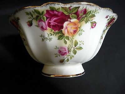 Royal Albert  OLD COUNTRY ROSES ~ Hampstead Footed Serving Bowl 1st