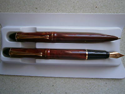 REYNOLDS Accent Marbled Red GT Fountain Pen Set