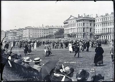 1920's BUSY HOVE LAWNS PEOPLE FASHION NEAR BRIGHTON SUSSEX GLASS PLATE NEGATIVE