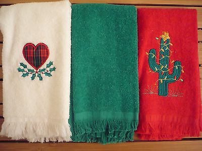 EUC Lot of 3 Christmas Finger Tip Towels Embroidered Heart & Holly Lights Cactus