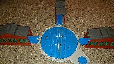 Tomy Trackmaster Thomas And Friends Turntable With 3X Engine Sheds