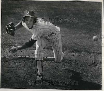 1978 Press Photo Ted Notos fires fastball at Roosevelt batters at Sckavone Field