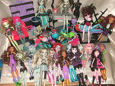 21 Monster High Dolls , 10 Stands, Furniture And Accessories Bundle