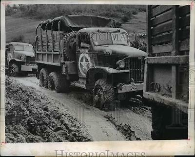 1944 Press Photo 5th Army transport truckon muddy roads of Italy - nem40354