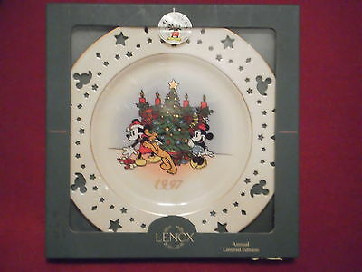 Lenox Disney Annual Holiday Plate 1997 TRIMMING TRIO, Mickey Mouse & Friends
