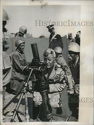1938 Press Photo Italian Premier Benito Mussolini tours trenches of Rome Army
