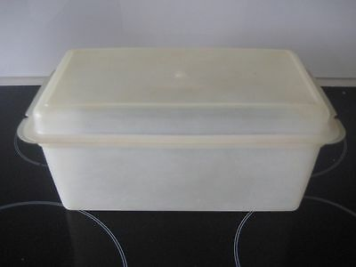 TUPPERWARE  Vintage CLEAR BREAD   BOX   with  lid   - PRE OWNED