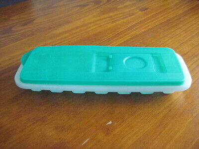 Tupperware Ice Cube Plastic Tray With Flip Top  Lid Contains 14 Cubes No Spills