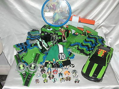 BEN 10 ALIEN FORCE GIANT FLEXIi TRAX TRACK WITH CAR PLUS FIGURES AND MORE