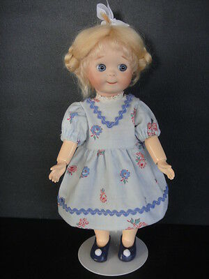 GOOGLIE /GOOGLY 24cm Reproduction porcelain Doll.  Made in France by G. BRAVOT.