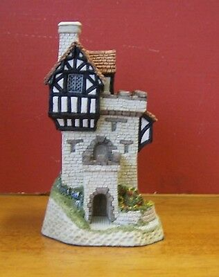 1989 David Winter hand painted figurine Knight's Castle