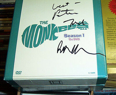 "The Monkees ""the Monkees"" Tv Series First Season Box Set Signed By Peter Tork"