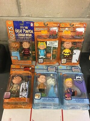 Playing Mantis Memory Lane A CHARLIE BROWN CHRISTMAS HALLOWEEN PEANUTS FIGURES