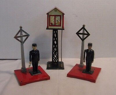 Lionel 2 Flagman #1045 & 1 Marx Tin Litho Radio Control Signal Tower Lot #4