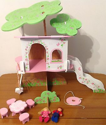 Elc Wooden Rosebud Tree House With Figures
