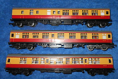Triang Hornby OO gauge 3 BR Blood & Custard coaches 2 composite 1 brake lot 1