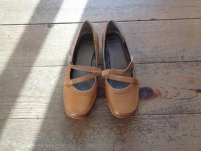 Ladies Tan Leather Orchard Slip On Shoes Size 4