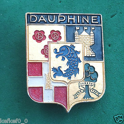 DAUPHINE - VINTAGE SKI RESORT PIN BADGE - skiing insigne