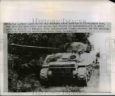 1944 Press Photo Newest Sherman tank with British guns in action in France