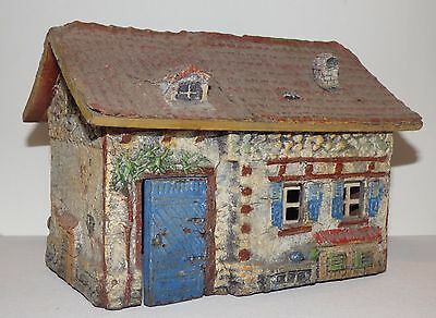 EB03- Elastolin composition farm building. Small house 19.8 X 14 X 14.2cm high