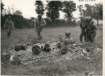 WWII U.S. Troops Use Front Line Fox Hole as 1st Aid Station in France Press Pho