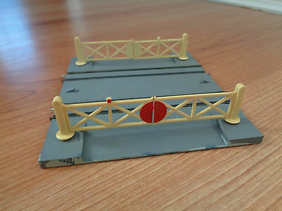 Triang tt T33 Double Track Level Crossing Type B Track