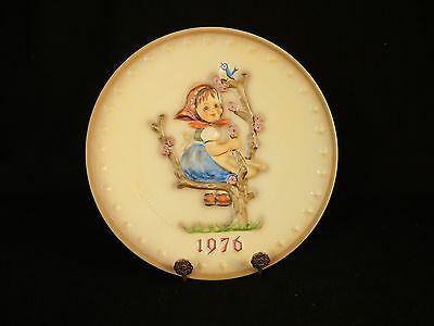 """Apple Tree Girl"" ~ MJ Hummel 1976 Collector Plate ~ Goebel 6th Annual # HUM269"