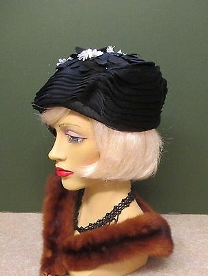 1940S Original Vintage Black Net Hat With With White Daisys