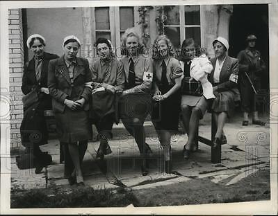 1944 Press Photo Group of German Nurses Captured in Cherbourg, France