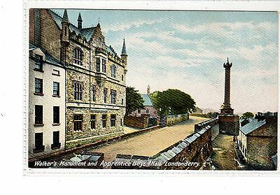 Ireland. Londonderry. Walker's Monument And Apprentice Boys Hall.
