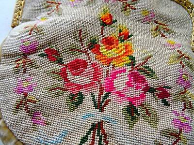 A Beautiful Embroidered Floral Victorian Lady's Bag.