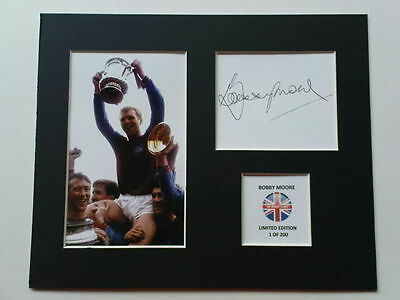 Limited Edition Bobby Moore West Ham United Signed Mount Display WORLD CUP 1966