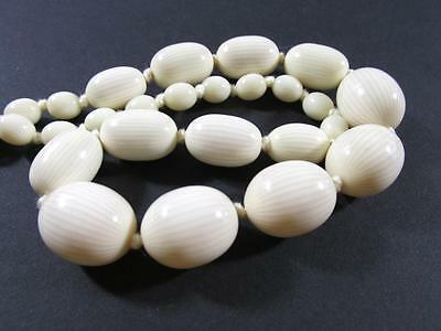 Vintage Art Deco Creamy Coloured Large Graduated Beads Necklace