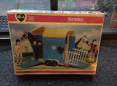 Pedigree Sindy Doll Horsebox (vintage 1980's Collectable)