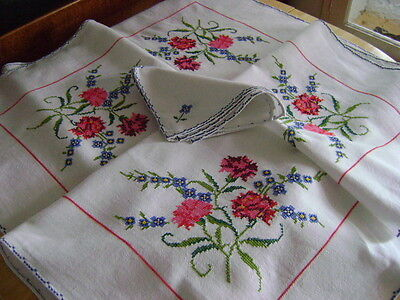 Stunning Linen Heavily Embroidered Tablecloth & 6 Napkins, Red Carnation Flowers