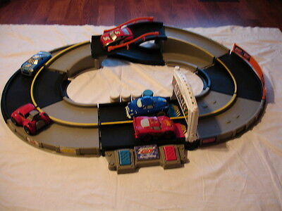 Fisher Price Shake N Go Speedway Electronic Talking Raceway Race Track w/5 Cars