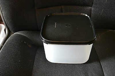 TUPPERWARE MODULAR MATE SQUARE #2  with BRAND NEW BLACK LID