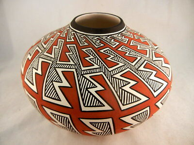 Native American Acoma Eyedazzler/Lightning Jar by Paula Estevan
