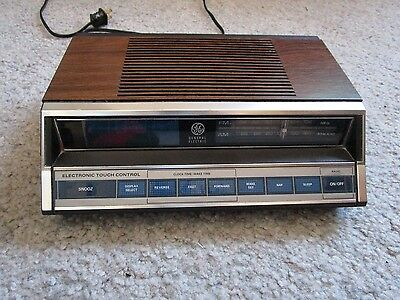 Vintage General Electric GE Alarm Clock Radio 7-4662A - Electronic Touch Control