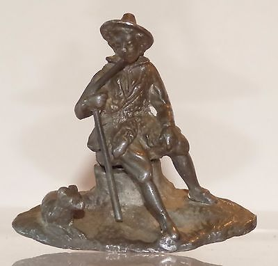 SP09 - solid cast seated Shepherd. 48mm high