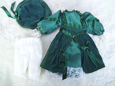 Alte Puppenkleidung Green Velvet Dress Hat Outfit vintage Doll clothes 30cm Girl