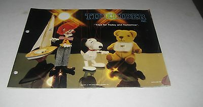 Pelham Puppets  Toy Fair Toy Catalog Snoopy Peanuts Disney