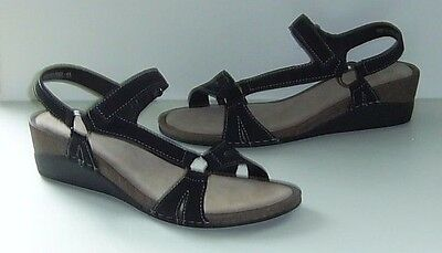 Brand New Ladies Black Suede Leather Ring Trim Sandals.size 8