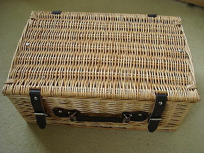 New Wicker Picnic Basket / Gift Hamper With 2 Straps & Handle