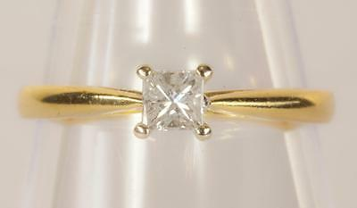 A SOLID 18ct GOLD 0.25ct DIAMOND SOLITAIRE ENGAGEMENT RING SIZE M/N (US 6.5)
