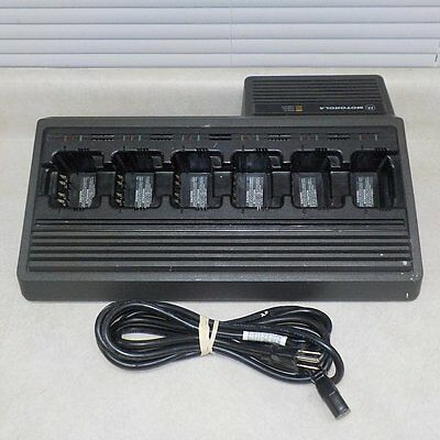 MOTOROLA NTN1177A 6-GANG UNIT CHARGER -- 6-Slot Radio Batteries Charging Station