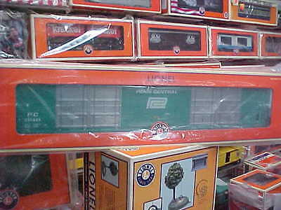 Lionel,,,,,# 84425,,,,,penn Central 86' 8 Door Boxcar