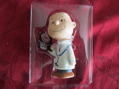 "Hallmark Peanuts Gallery ""linus M.d."" Numbered Edition Figurine...2000...nib"